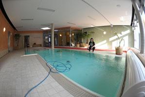 ©Peter Riecke. Eröffnung Kinderhospiz Mitteldeutschland. Frau Werner im Schwimmbad